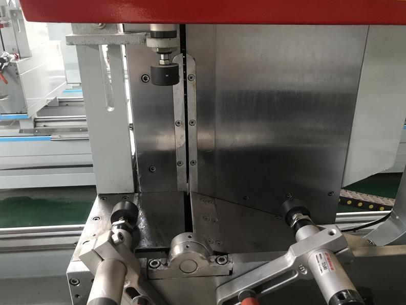 Hohe präzision digital display cnc aluminium zwei köpfe doppel kopf fenster schneiden sah maschinen
