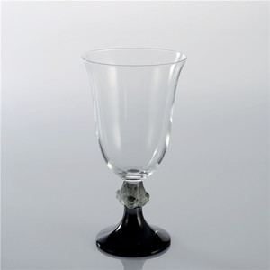 Handmade personalized crystal glass cup is preferred as a gift