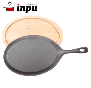Restaurant Cast Iron Serving Sizzler Plate with wooden tray