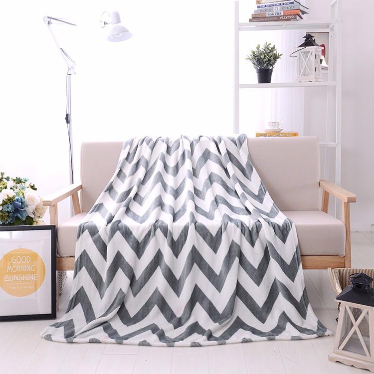 China Factory 100 polyester Plush Fleece Fabric Blanket Wholesale animal head plush baby blanket
