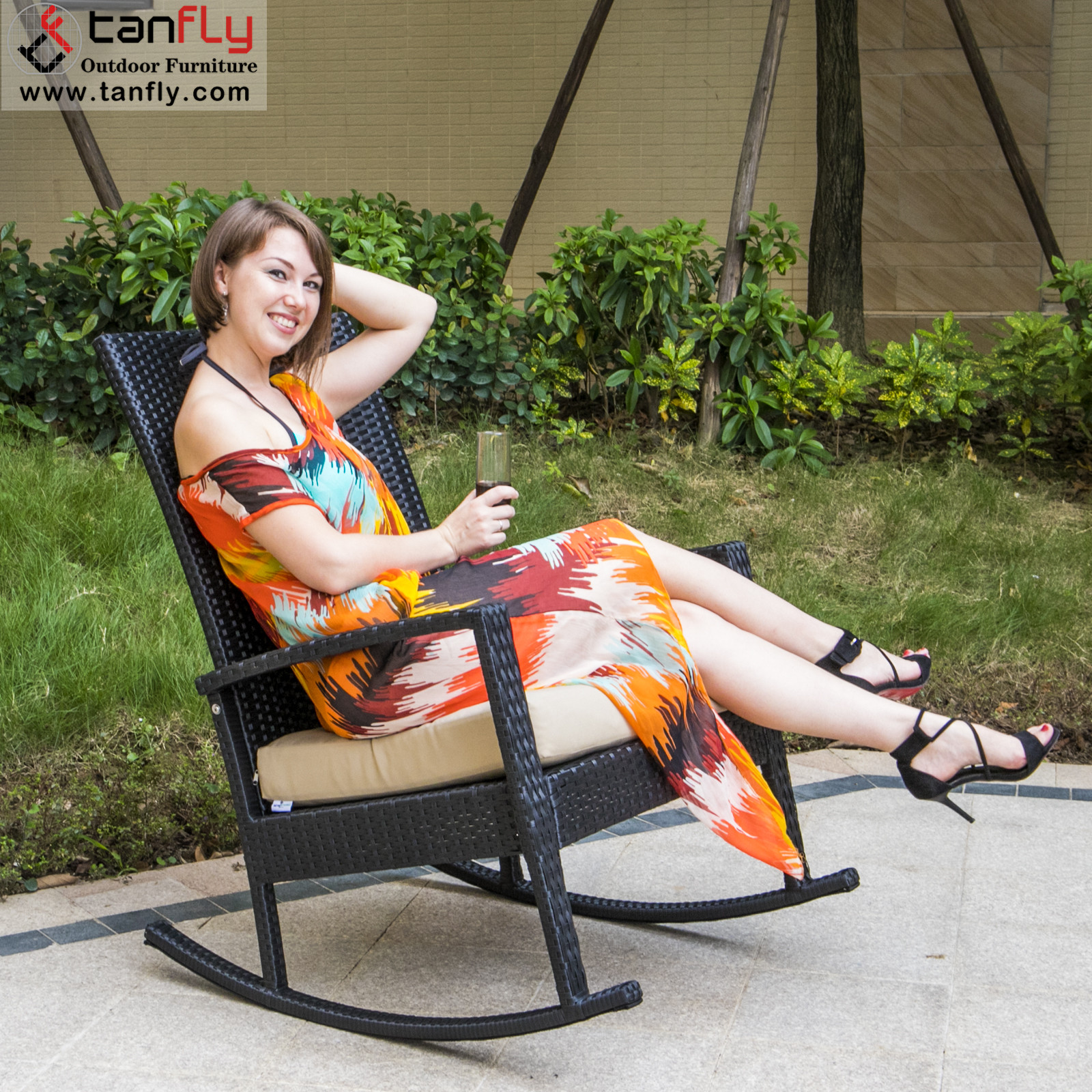 Comfortable Garden Furniture me<em></em>tal Rattan Outdoor Rocking Recliner Chair