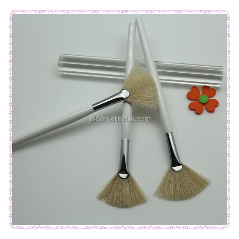 Facial Fan Brush 52