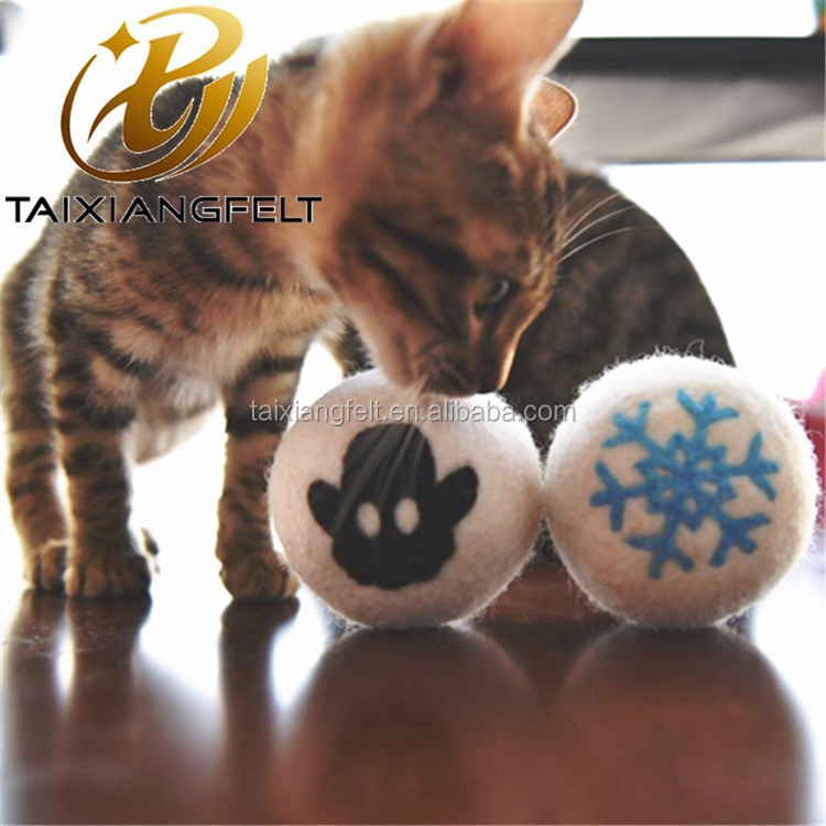 Cat and dog interactive toy. Wool ball. Handmade. 10 pieces. Natural sheep wool. Soft and light
