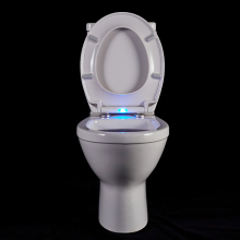 Automatische light up LED licht toiletbril in blauwe kleur