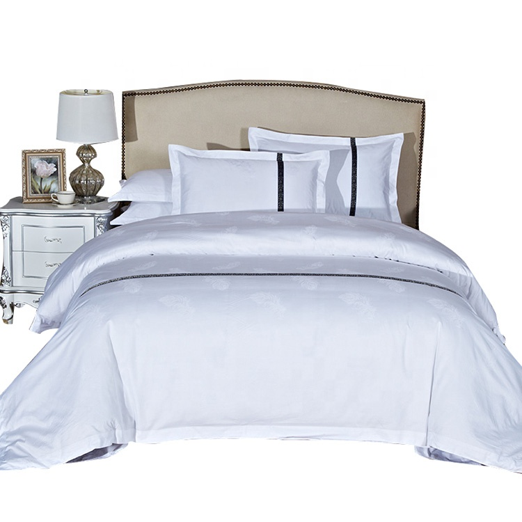 Chinese supplier white hotel collection bedding quilted comforter set
