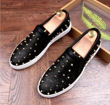 2017 New Luxury Men s Fashion Casual Shoes Gold red Glitter Leisure Slip on Rivets  Loafers Shoes a81b4ec2f10c