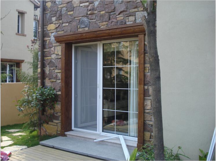 Moser de madera recubierto de aluminio dise os modernos - Disenos puertas de madera exterior ...
