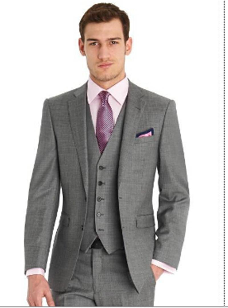 Últimas tendencias en trajes de hombre de lino, algodón o lana. Diseños lisos, de raya diplomática o príncipe de Gales. ENTREGA GRATUITA DESDE 30 €.