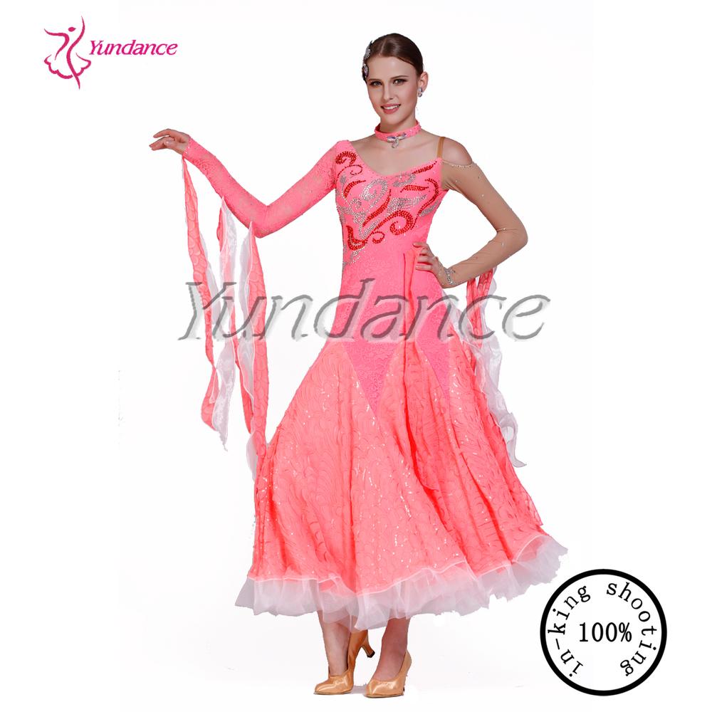 Famoso Diseñadores De Vestidos De Baile Adorno - Colección del ...