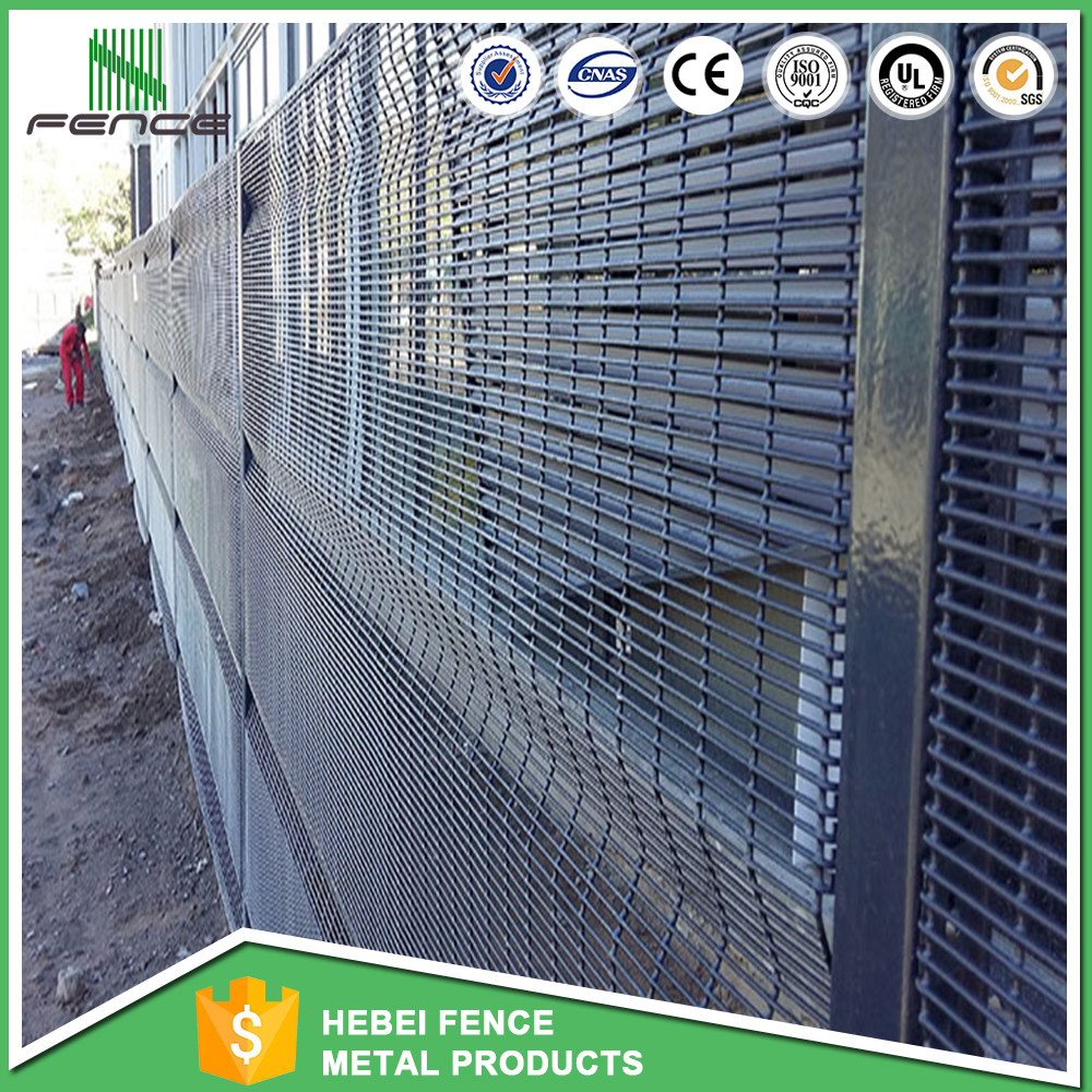 Privacy Villa Wire Mesh Fence / Clear View Fencing / Plastic Coat ...