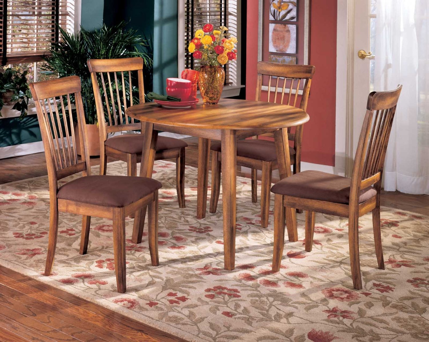 Signature Design by Ashley Berringer Casual Dining Room Set with Dining Table and 4 x Dining Chair