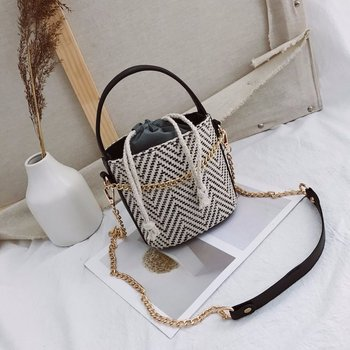 12cd899ef798b Wholesale fashion Straw rattan Bucket cross chain Woven Tote Bags for ladies