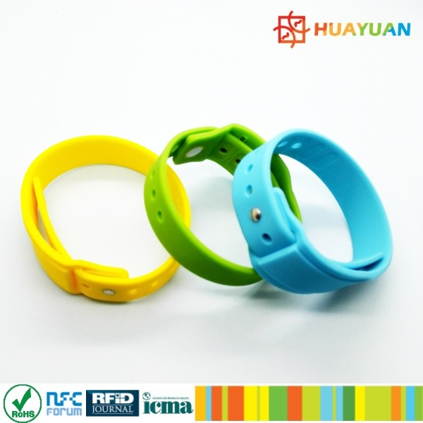 WS-28 Custom insert slot Wearable Silicone wristband for mini payment card