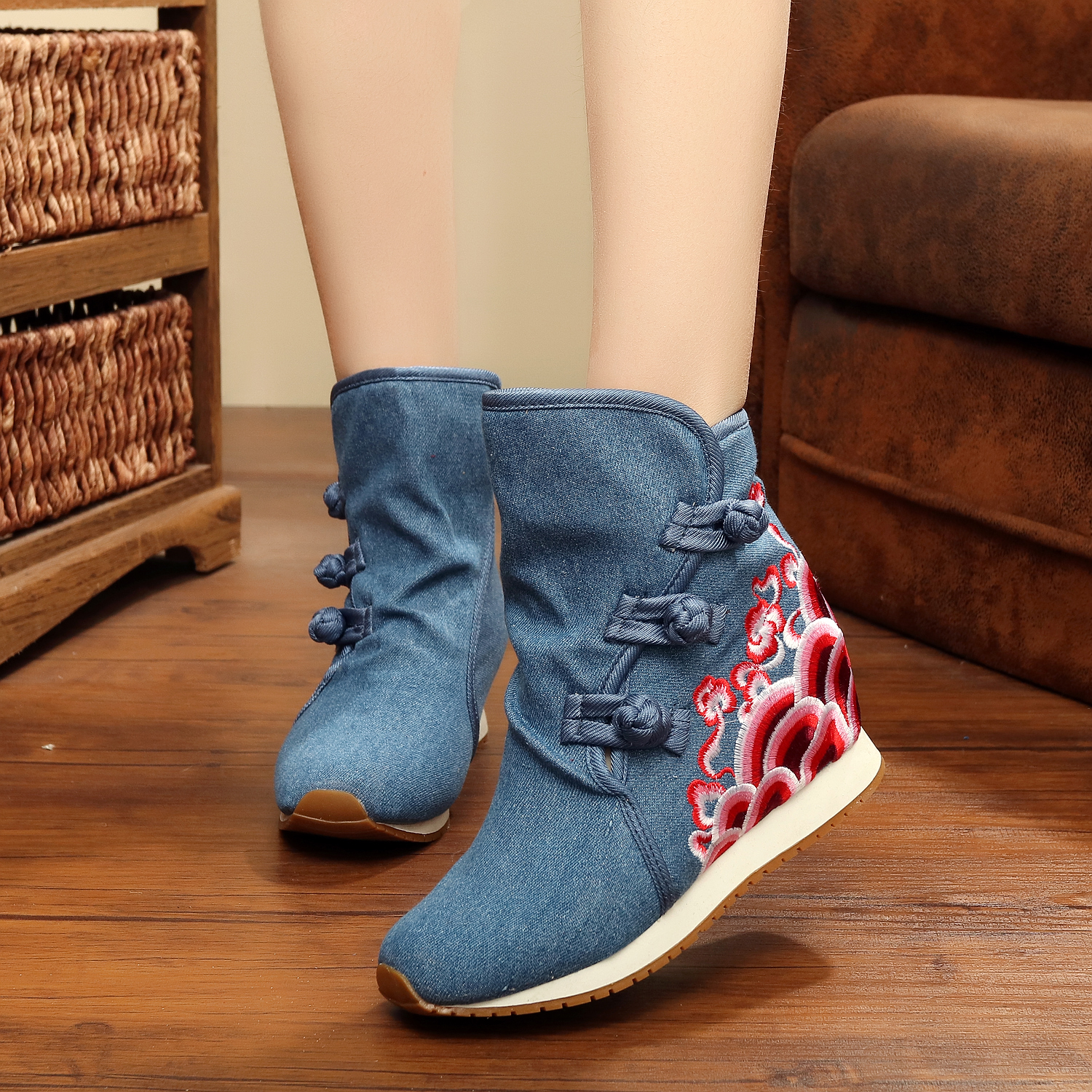 Woman ethnic style mid calf chinese traditional warm embroidered flower hidden hight increasing canvas sneaker snow <strong>boots</strong>