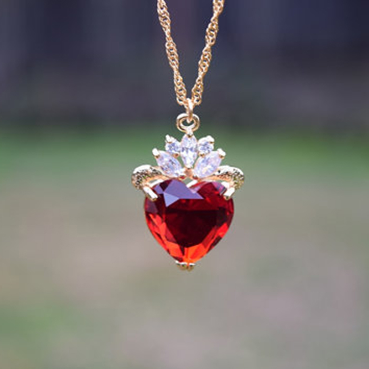 Evie Luxe Gold Necklace Red Heart