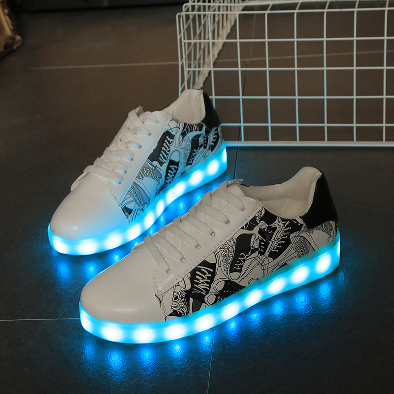 Factory latest design led light flat men shoe quick charge women casual shoes