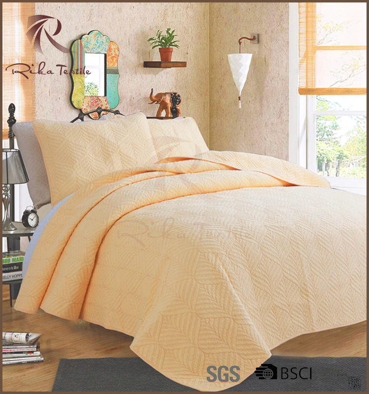 Cheap wholesale yellowish polyester quilted plain bedspread