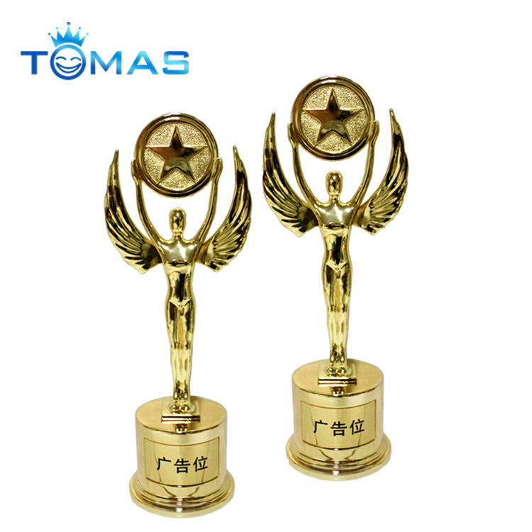2018 new design metal award trophy golden figurine pewter trophy