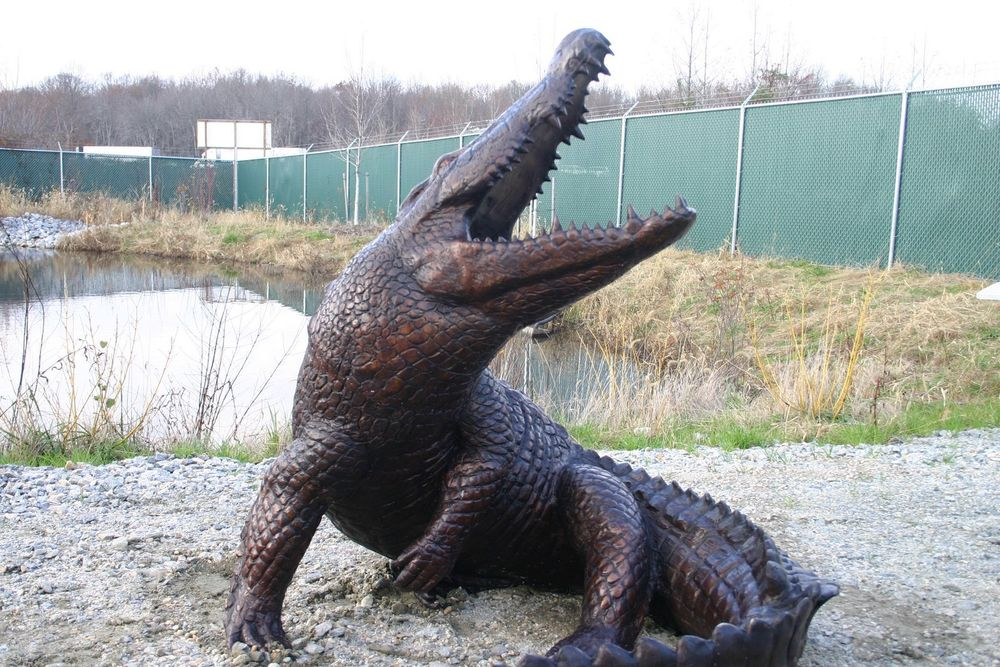 Elegant Customed Modern Garden Sculpture Bronze Lawn Alligator Sculpture