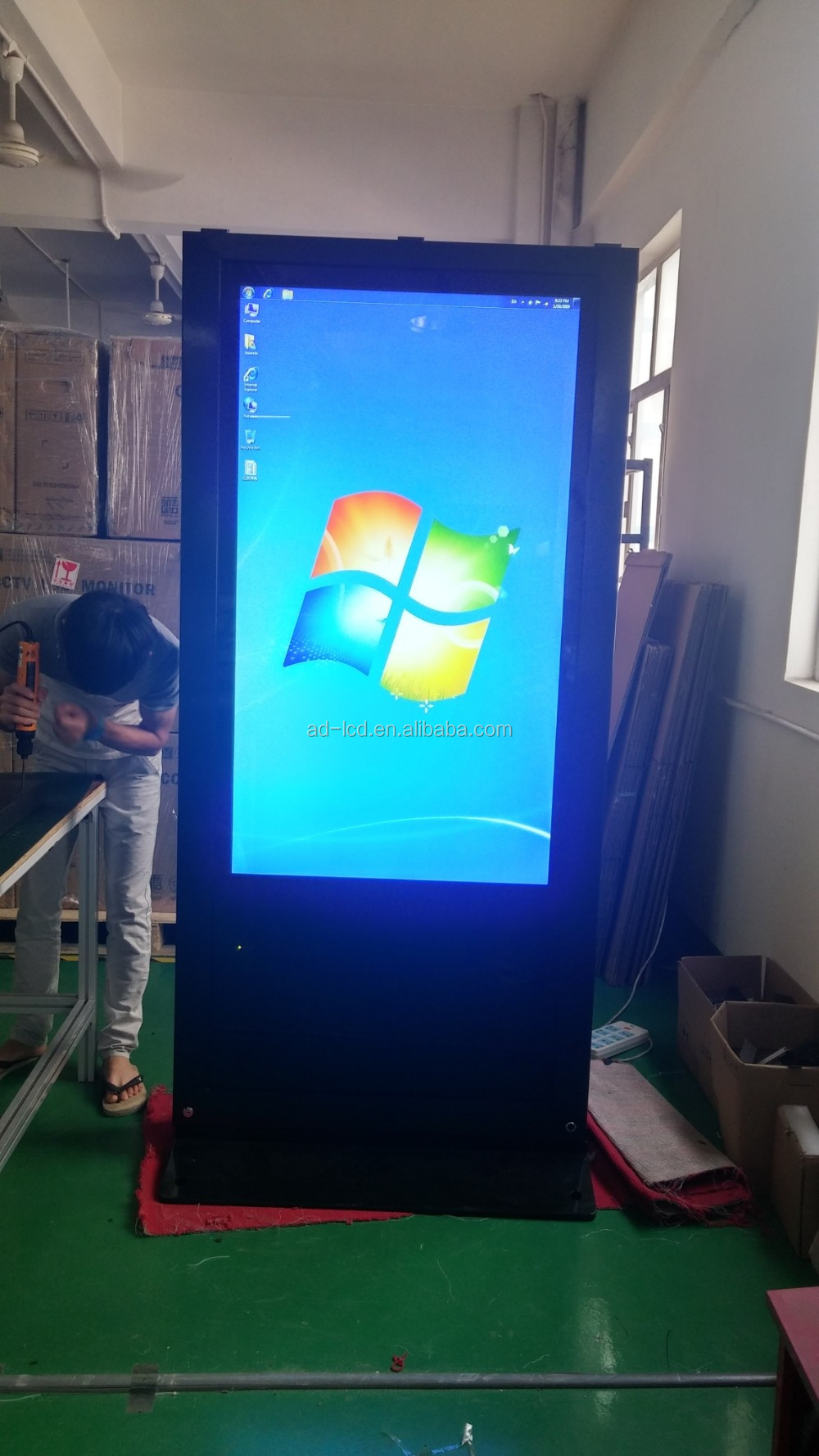 Waterproof dust-proof IP65 High brightness lcd monitor outdoor digital advertising with AR glass and air conditioner cooling
