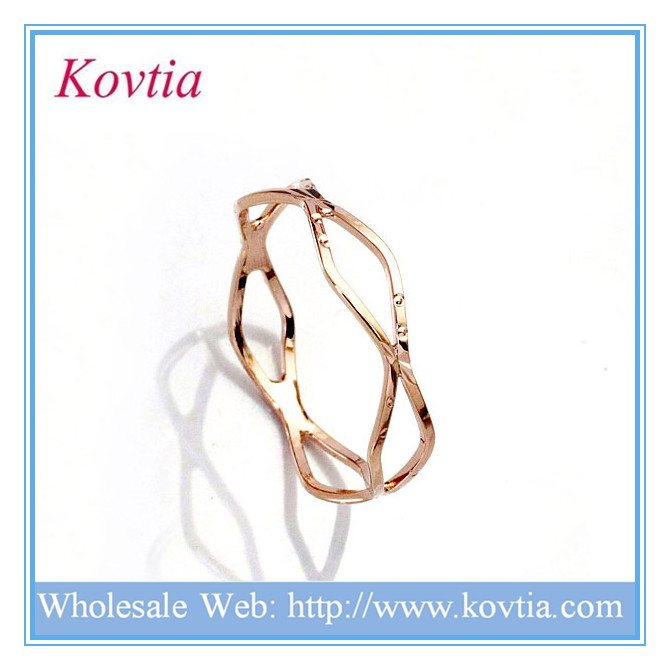 China jewelry wholesaler plain gold plated knot anillos de oro 18k ring