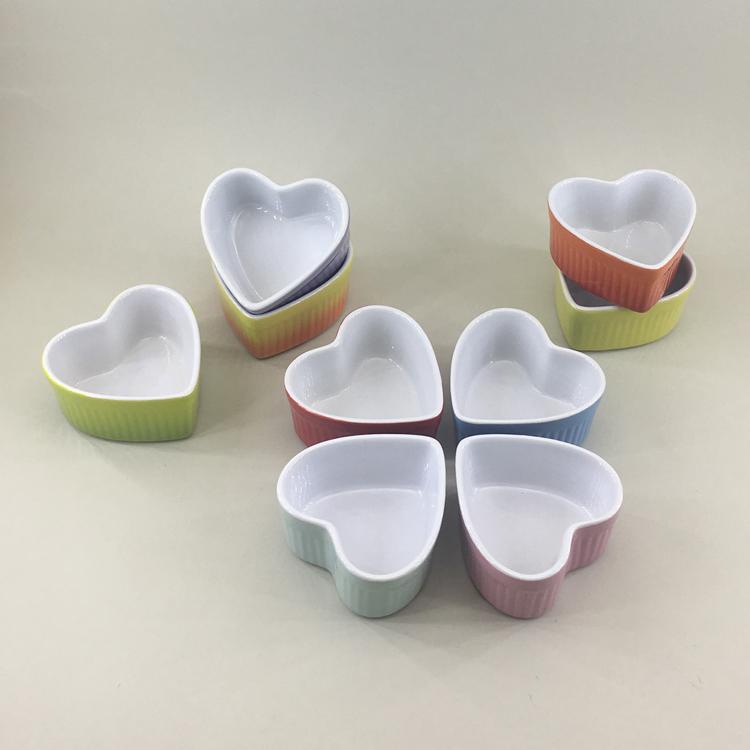Fine kitchen cake mold small size ramekin baking dishes heart shape ceramic bakeware