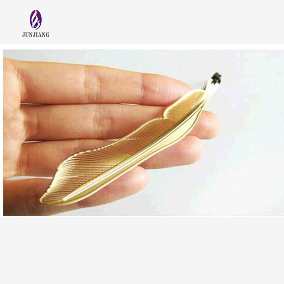 Best selling Europe fashion metal gold plated feather magnetic bookmark