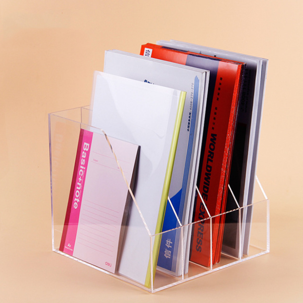 Kantoor Of Studenten Met Acryl Document Rack Voor Papier Of Boek