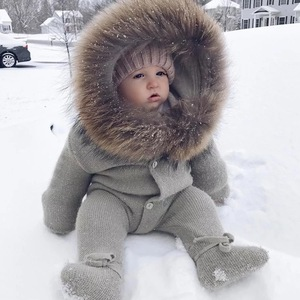Winter Cute Baby Clothes Plain Kids Romper with Big Real Raccoon Fur Collar / Wholesale Custom Warm Hooded Knitted Baby Romper