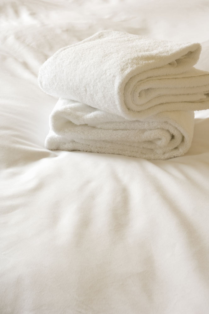superior hotel collection 6piece luxurious towel set white with black border