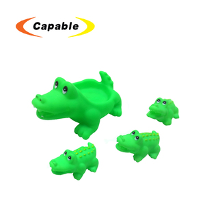 low price mini animal shape tub town bath toy with safety material