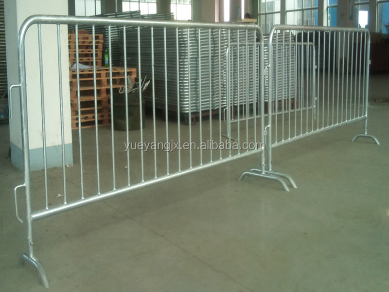 Road Safety Galvanized Steel Mobile Barrier With Wheels