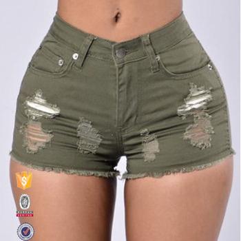 sexy Mädchen mit engen Shorts