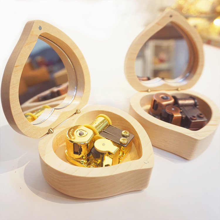 Wholesale high quality heart shape hand crank custom wooden music box wedding