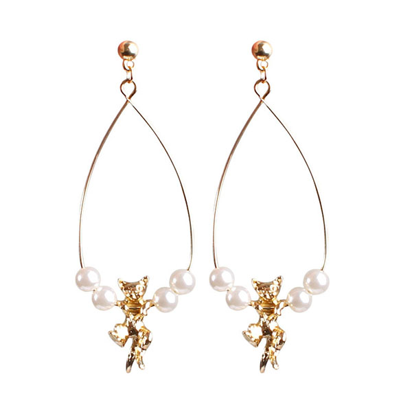 Golden stereo cat design water pearl earrings