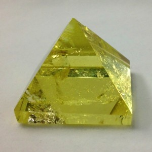 HotSale Yellow Crystal Pyramid Meditation for Gift