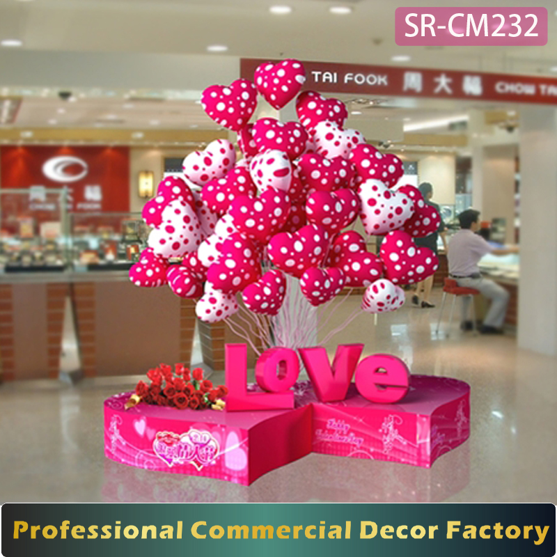 Custom Commercial Shopping Mall Valentine Day Decoration With Ballon