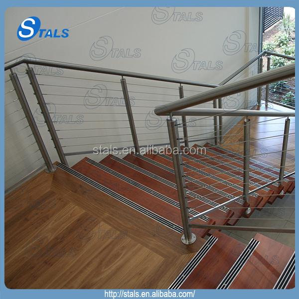 Modern interieur houten trap ontwerpen binnen draad for Trap ontwerpen