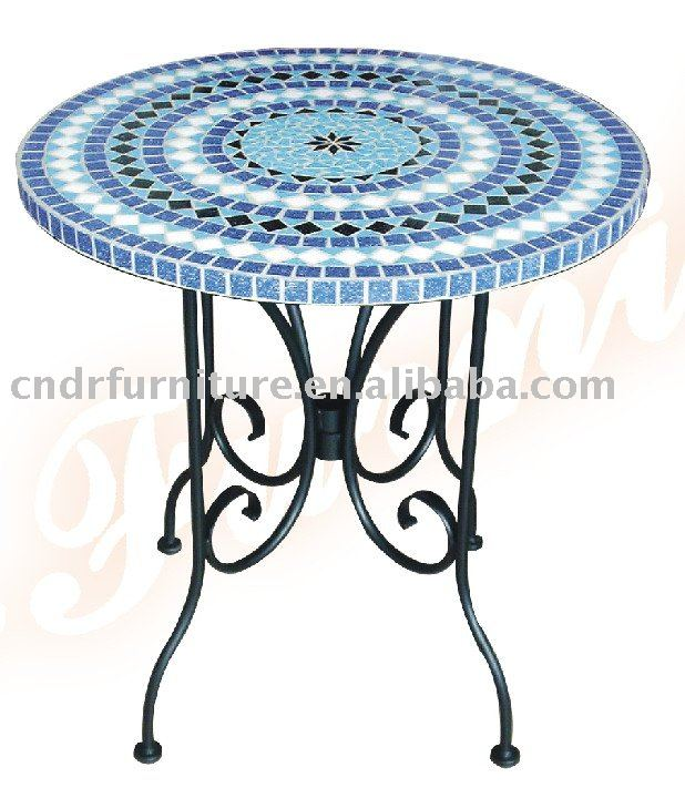 Awesome petite table de jardin bleue photos amazing for Table mosaic xl 6 chaises encastrables