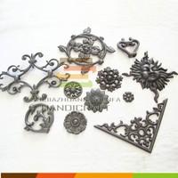 Building material craftmanship blacksmiths cast iron gate accessories ornamental decoration / metal fence ornament