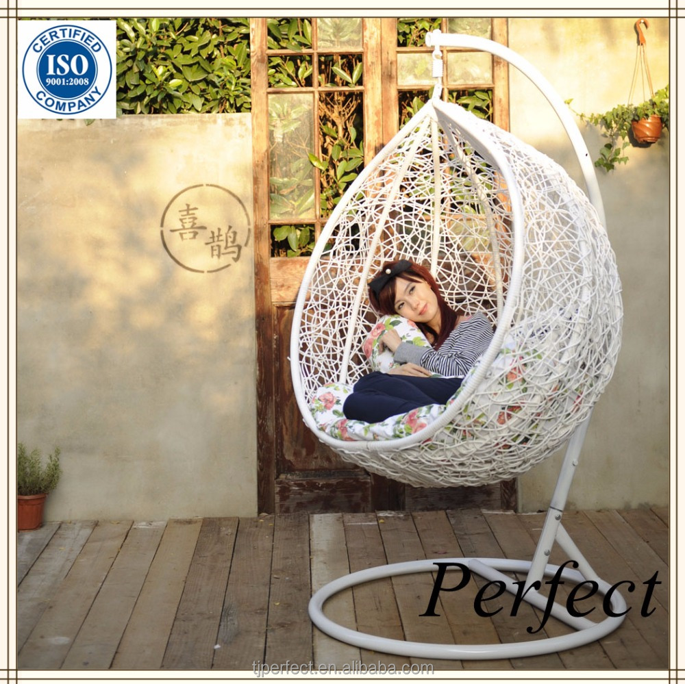 White rattan hanging egg swing chair cheap, outdoor wicker hanging double pod chair
