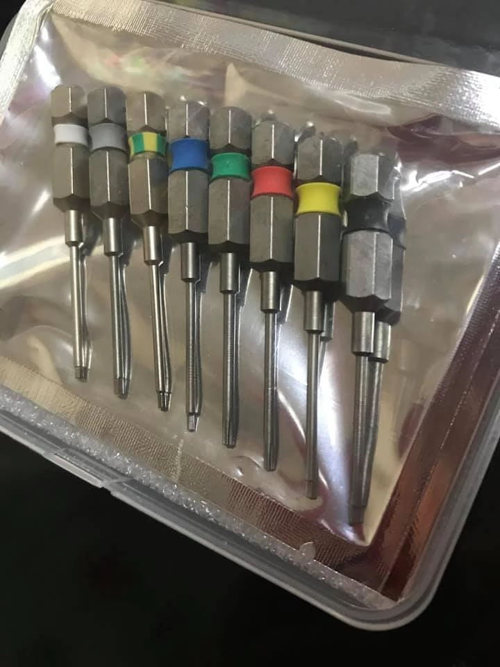 Mini implant Screwdriver for dental