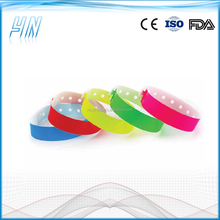 YN - 6200 Popular cheap plastic vinyl custom wristbands , festival wristbands for events party and meeting