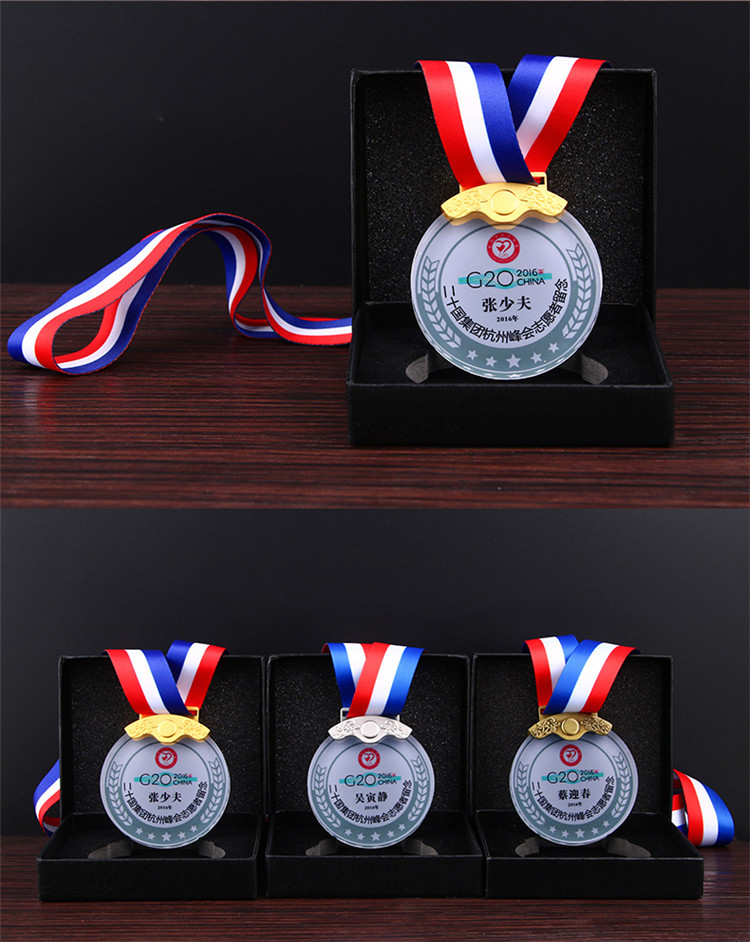 Cheap Customized 3d Laser Engraved Football Sports Award Plaques Crystal Glass Medals And Trophie For Sports Souvenir Gifts