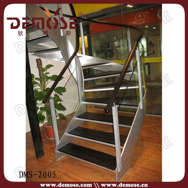 porttiles de metal de madera de la escalera
