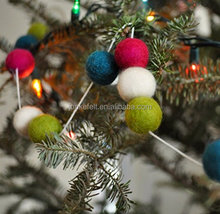 China Suppliers 6 inch Christmas Tree Hanging Ornament Wool Felt Ball For Sale