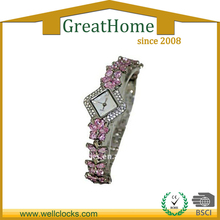Diamants roses bande carrée visage bracelet montre