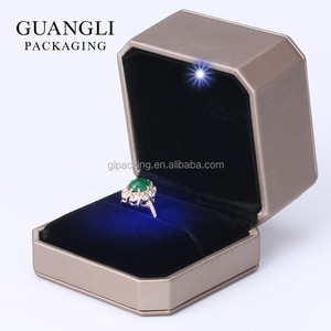 Delicate high-end European style PU leather jewelry ring storage led lighting box