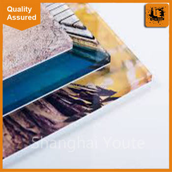 Customized flexible iridescent acrylic sheet for display case