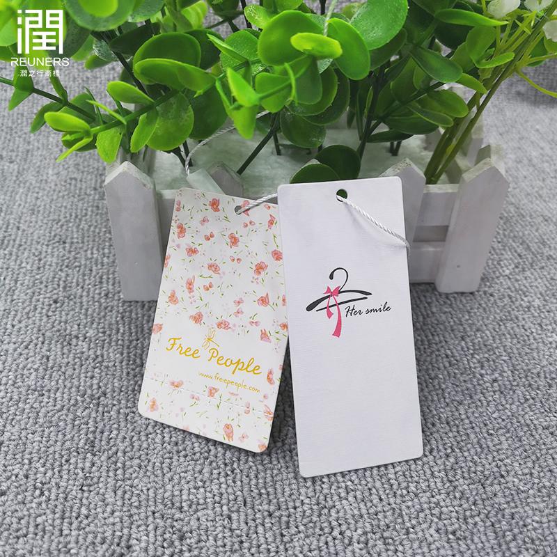 Individuell bedruckte logo recycelt luxus geprägte papier schaukel hängen tag für kleidung